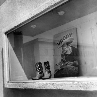 Kistin Capp; Storefront, Bakersfield, California, 1997; inkjet pigment print; 528x518mm