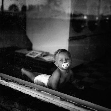 Kristin Capp; Baby in Window, Soap Lake, Washington, 1994; inkjet pigment print; 512x505mm