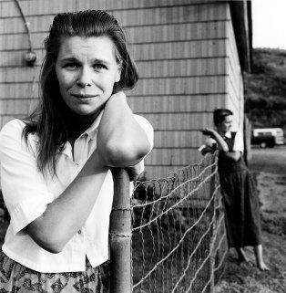 Kristin Capp; Janet and Carol Walter beside their house, Lamona Colony, Washington, 1994; inkjet pigment print; 530x518mm