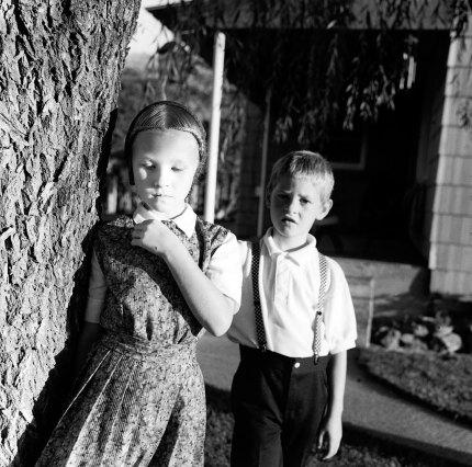 Kristin Capp; Linda and Larry Gross, Lamona Colony, Washington, 1995; inkjet pigment print; 515x519mm